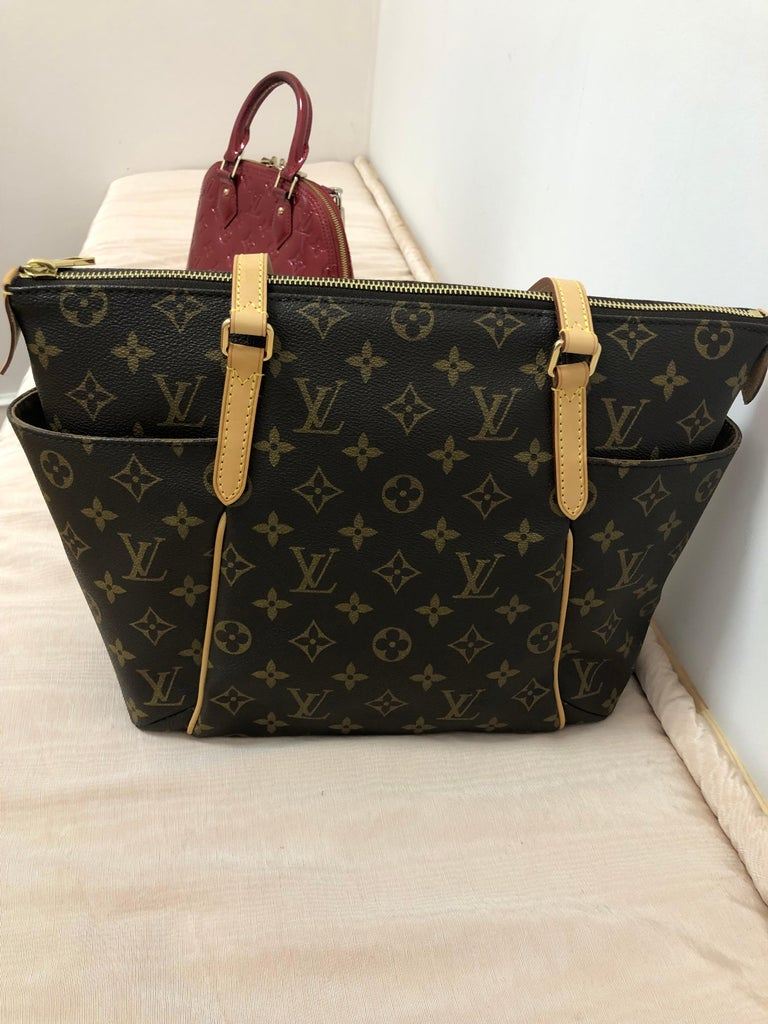 2014 Louis Vuitton Monogram Total MM Tote For Sale 1