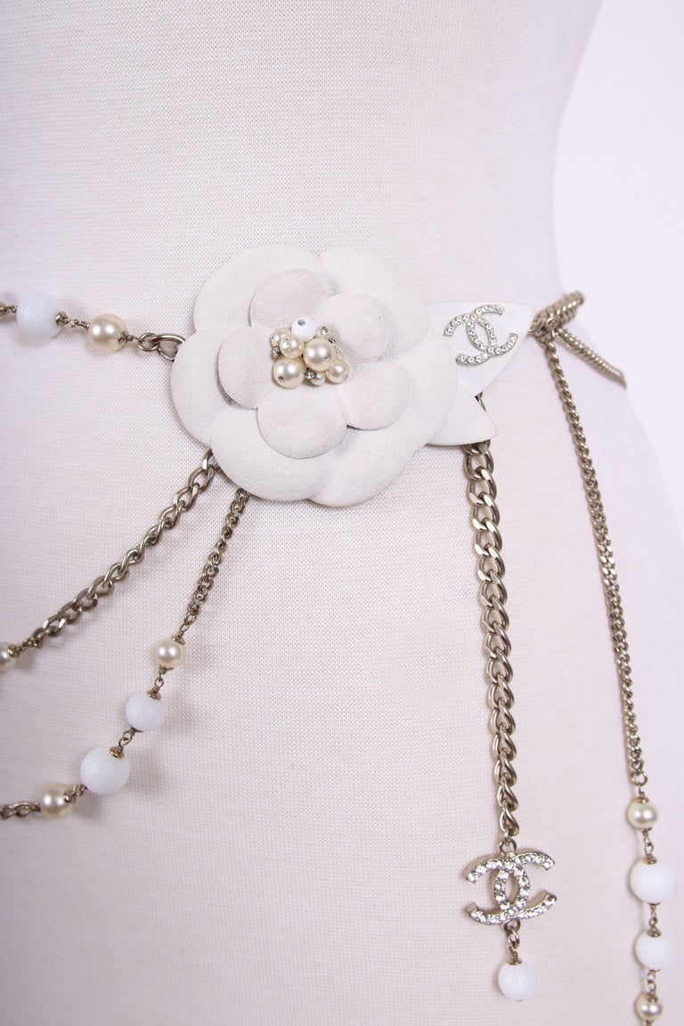2005 Chanel Silver Tone Chain & Bead Belt w/Metal Camellia w/Pearls In Excellent Condition For Sale In Los Angeles, CA