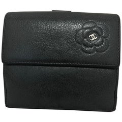 2009/10 Chanel Black Camellia Wallet w/Entrupy Certification and Chanel Card