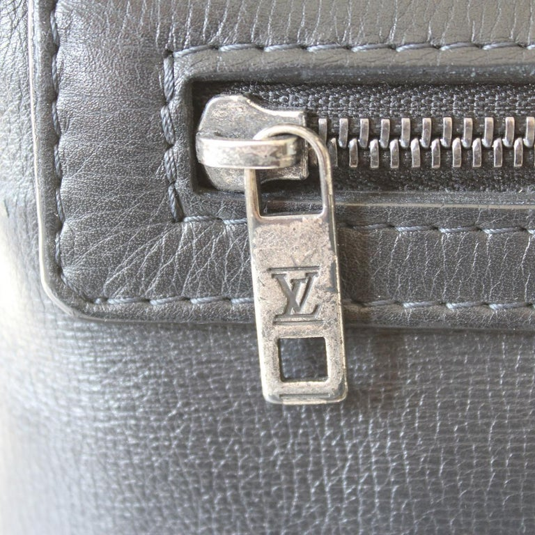 2009 Louis Vuitton Messenger Bag For Sale 1