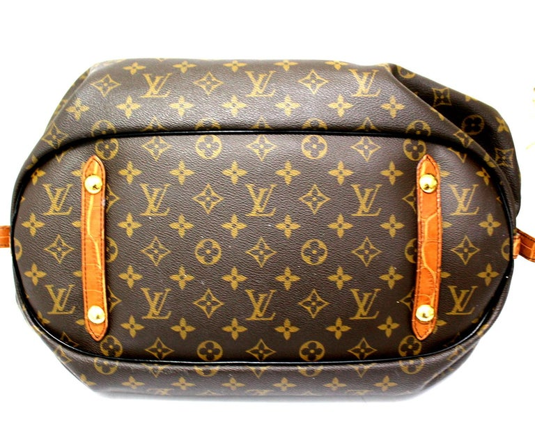 Shoulder bag signed Louis Vuitton, Mahina model in limited edition, made of monogram canvas with alligator inserts and golden hardware. The product is equipped with an interlocking closure, internally lined in brown leather, very roomy and equipped