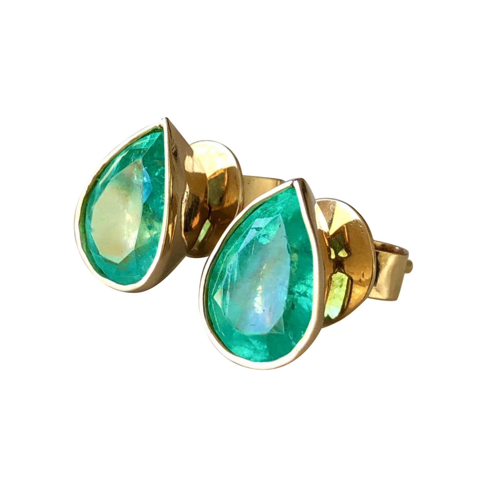 2.40 Carat Natural Colombian Emerald Pear Cut Studs Earrings 18k Gold