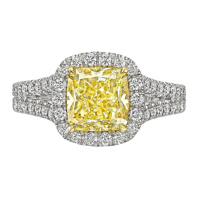 2.01 Carat Fancy Intense Yellow Diamond Ring 'VS1' In Excellent Condition For Sale In Greenwich, CT
