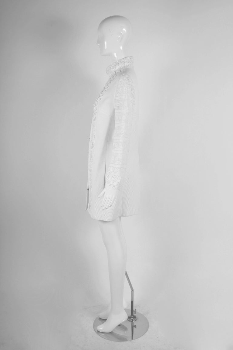 2010 Andrew Gn Atelier White Lace Long Sleeved Jacket Coat In Excellent Condition For Sale In Los Angeles, CA