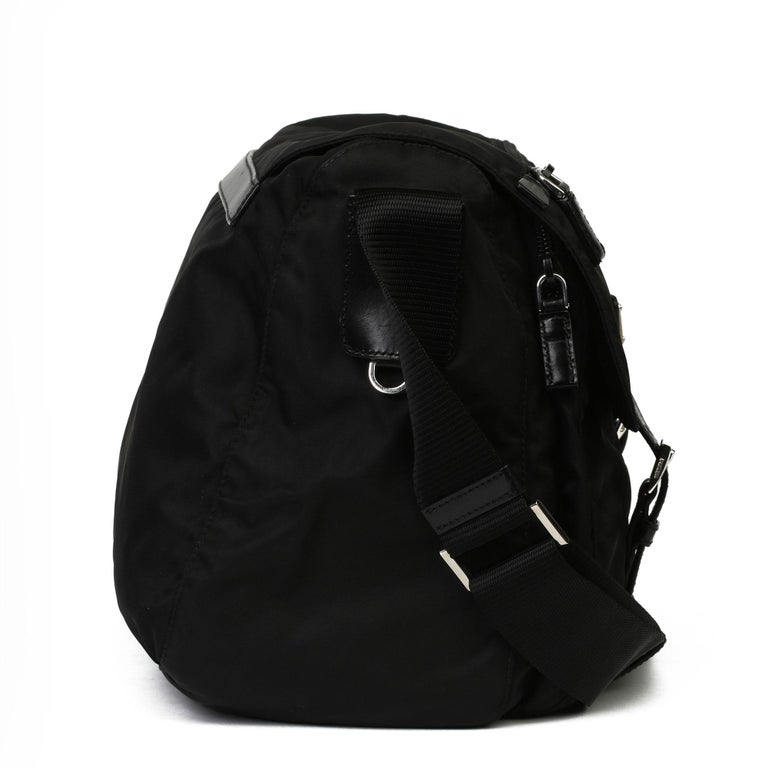 2010 Prada Black Nylon & Calfskin Leather Medium Shoulder Bag In Excellent Condition For Sale In Bishop's Stortford, Hertfordshire