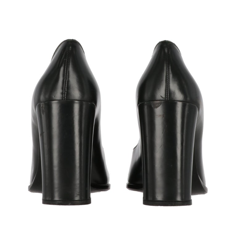 2010s Prada Black Leather Pumps For Sale 1