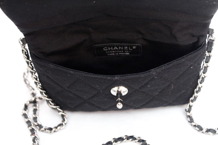 2011 Chanel nice little bag in black quilted jersey For Sale 3