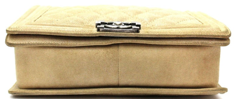 2013-2014 Chanel Beige Suede Large Boy Bag In Excellent Condition For Sale In Torre Del Greco, IT