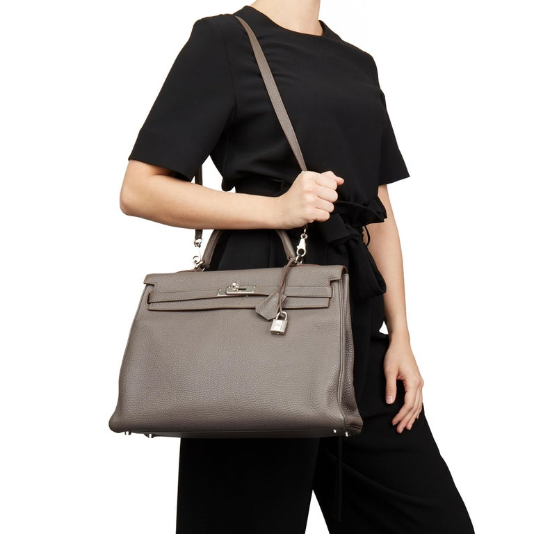 HERMÈS Etain Togo Leather Kelly 35cm Retourne  Xupes Reference: HB1687 Serial Number: [Q] Age (Circa): 2013 Accompanied By: Hermès Dust Bag, Lock, Keys, Clochette, Shoulder Strap, Spa Receipt Authenticity Details: Date Stamp (Made in France) Gender: