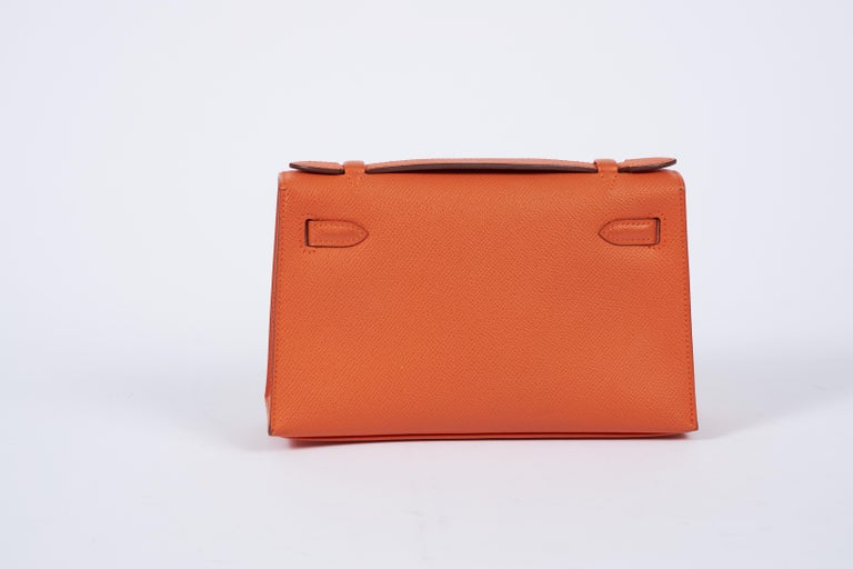 2013 Hermes Orange Epsom Kelly Pouchette In Excellent Condition For Sale In West Hollywood, CA