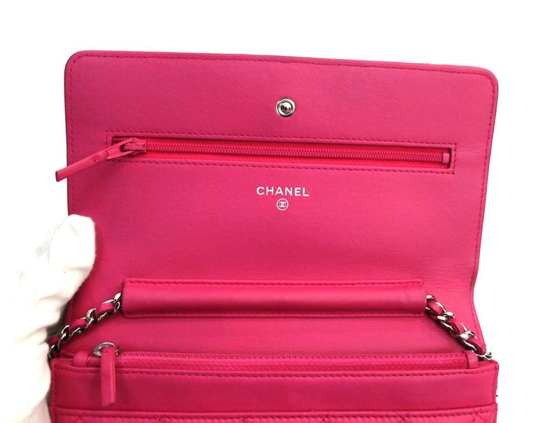 Chanel Fuchsia Leather Woc Bag In Excellent Condition For Sale In Torre Del Greco, IT