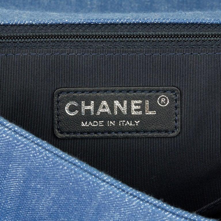 2015 Chanel Blue Chevron Quilted Denim New Medium Le Boy For Sale 4