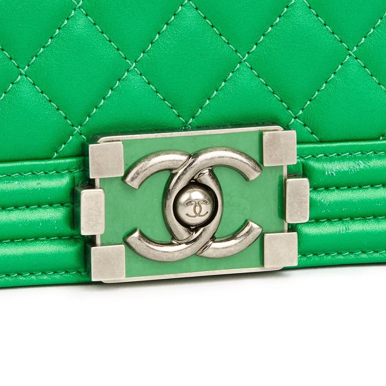 ad863e533d7646 2015 Chanel Green Quilted Metallic Lambskin New Medium Le Boy For Sale 2