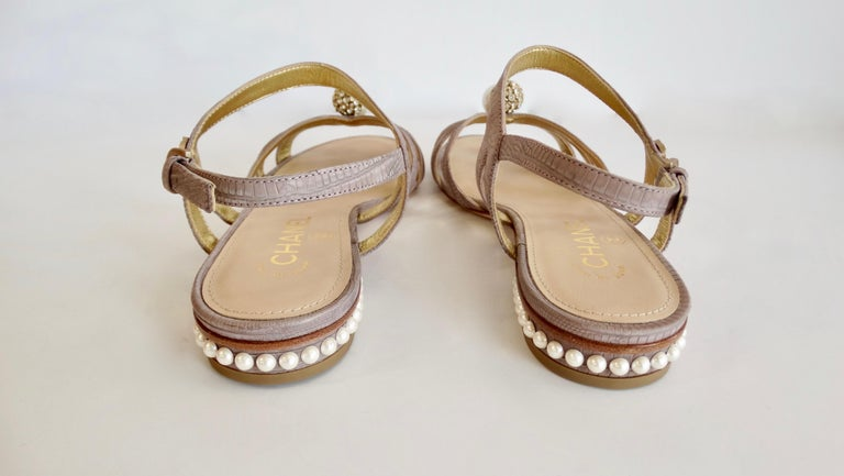 2015 Cruise Chanel Purple Lizard Sandals  In New Condition For Sale In Scottsdale, AZ