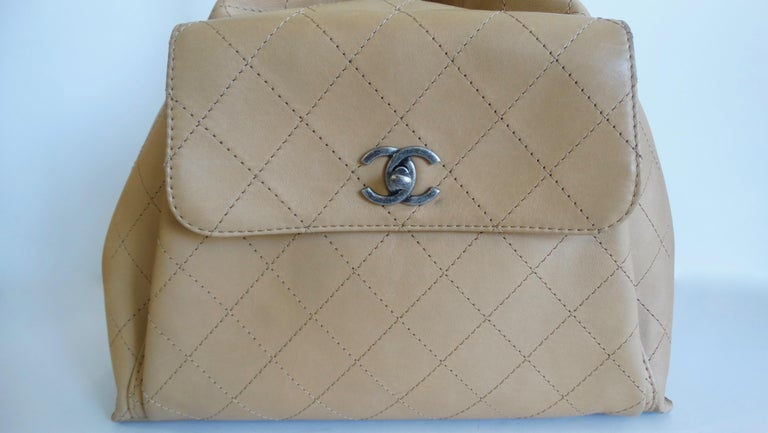 2016 Chanel Tan Quilted Drawstring Backpack  In Good Condition For Sale In Scottsdale, AZ