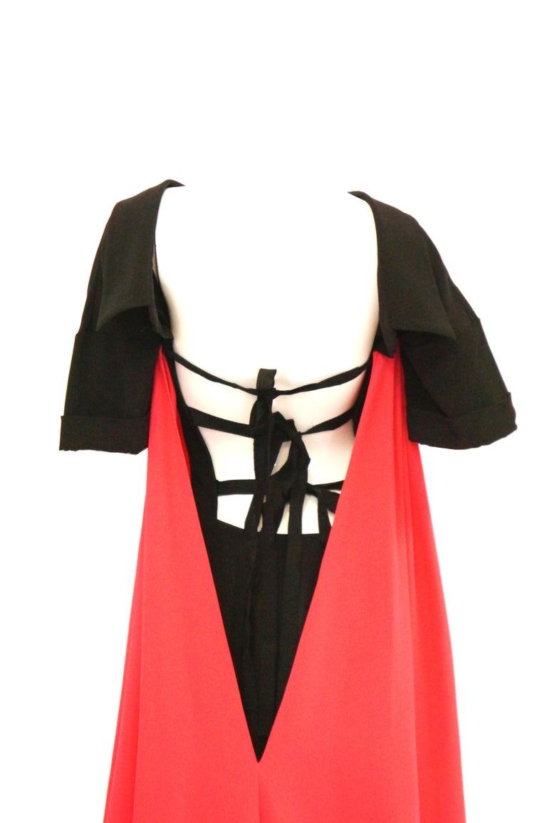 2016 Oscar de la Renta Magenta and Black Open Back Evening Dress with Train 0 In Excellent Condition For Sale In Houston, TX