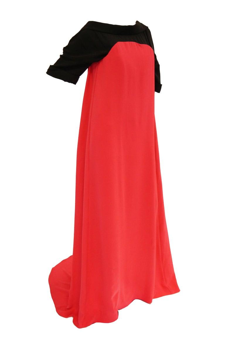 2016 Oscar de la Renta Magenta and Black Open Back Evening Dress with Train 0 For Sale 3