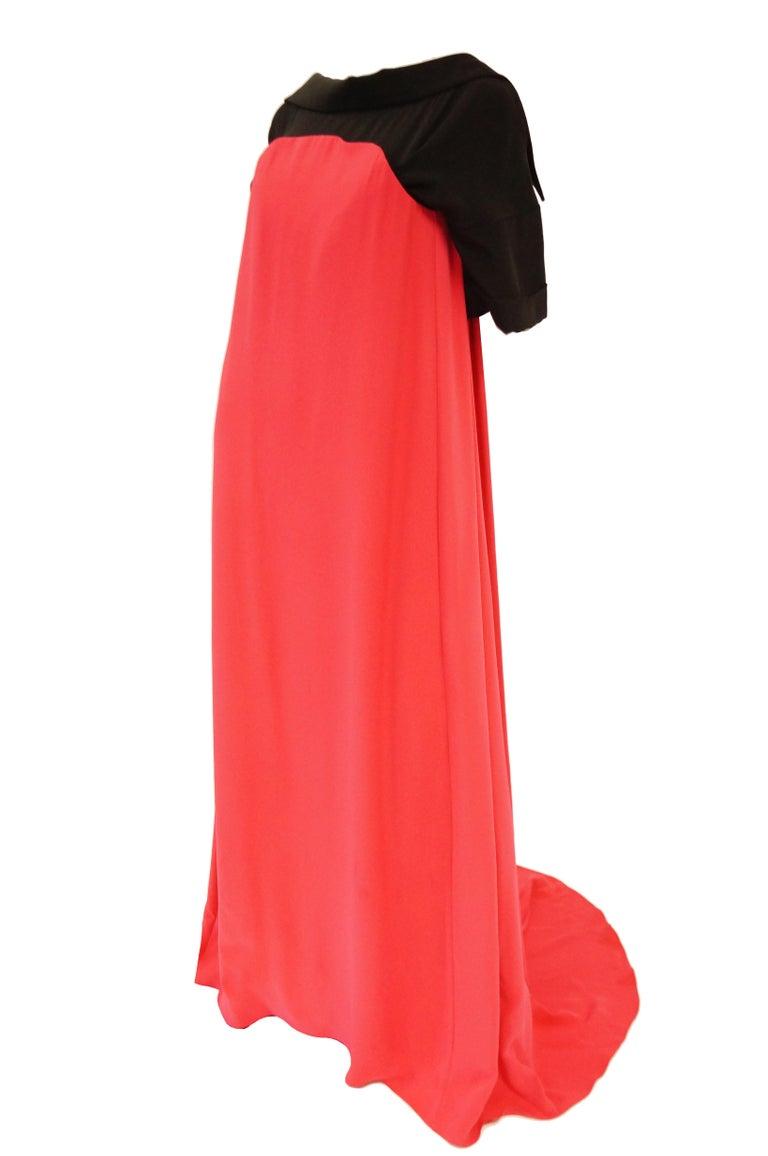 2016 Oscar de la Renta Magenta and Black Open Back Evening Dress with Train 0 For Sale 4