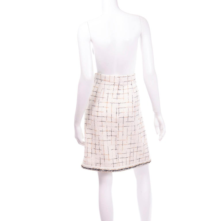2017 Chanel Cream Lesage Tweed Robot Collection Skirt w Metallic Gold & Silver In Excellent Condition For Sale In Portland, OR