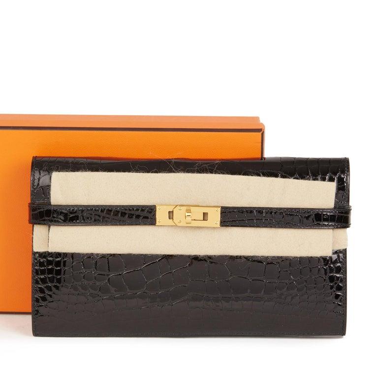 2017 Hermès Black Shiny Mississippiensis Alligator Leather Kelly Long Wallet  For Sale 6