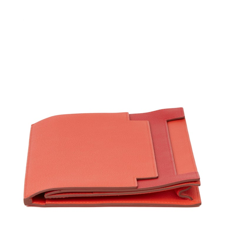 2017 Hermès Rouge Tomate & Rouge Grenat Evercolour Leather Multiplis Clutch In Excellent Condition For Sale In Bishop's Stortford, Hertfordshire