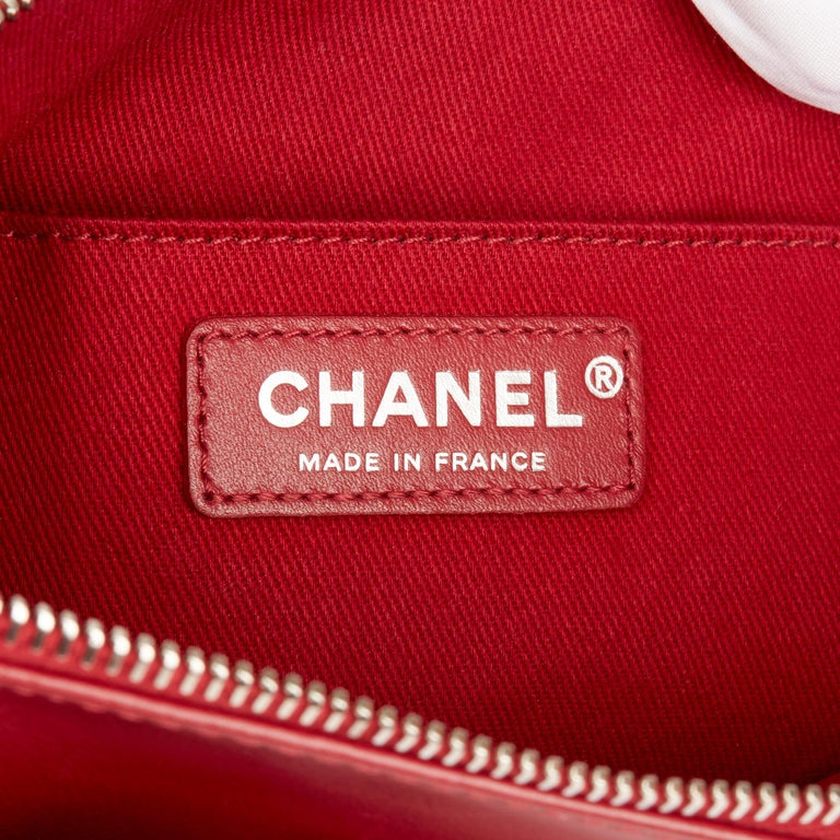 2018 Chanel Red Quilted Lambskin Classic Shoulder Bag For Sale 4