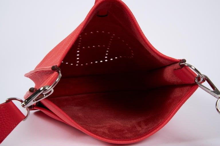 2018 New Hermes MM Rose Jaipur Clemence Evelyne Crossbody Bag For Sale 2