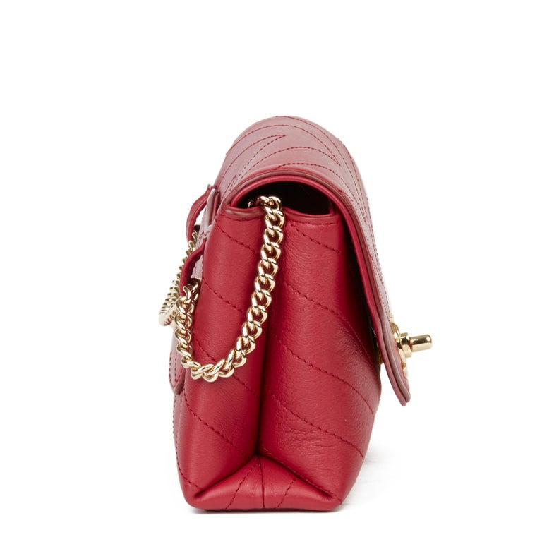 2019 Chanel Red Chevron Quilted Calfskin Leather Coco Waist Bag In Excellent Condition For Sale In Bishop's Stortford, Hertfordshire