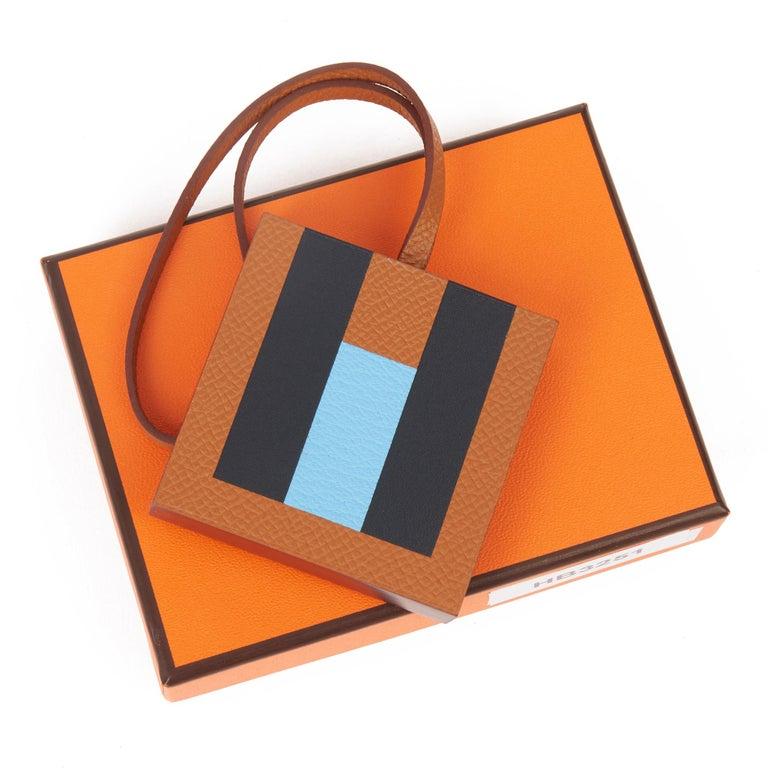 2019 Hermès Gold Epsom, Celeste Chevre Mysore & Bleu Sombrero 'H' Lettre Charm  In New Condition For Sale In Bishop's Stortford, Hertfordshire