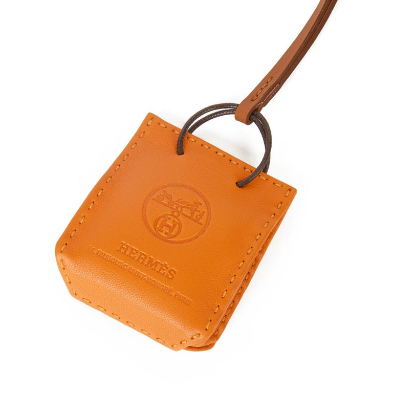 2020 Hermès Orange Lambskin Leather Shopping Bag Charm In New Condition For Sale In Bishop's Stortford, Hertfordshire