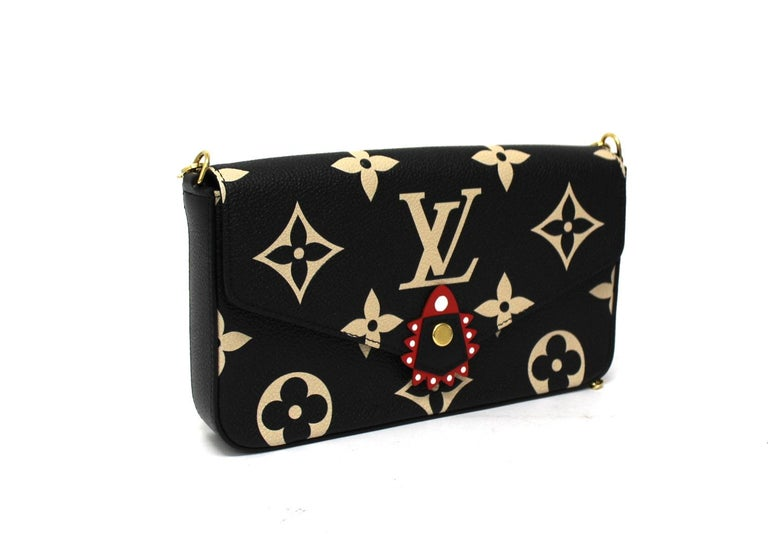 The limited edition Félicie pouch is crafted from soft Monogram Empreinte leather, embossed with the emblematic Louis Vuitton motif embossed. The model, with an elegant two-tone design, is made even more versatile by the practical removable details,