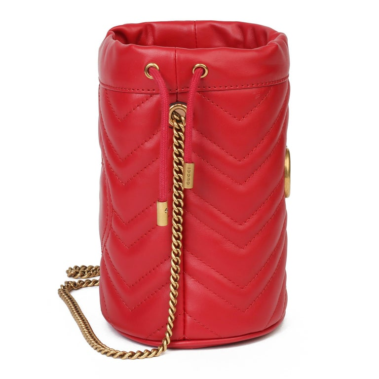 2021 Gucci Red Quilted Calfskin Leather Mini Marmont Bucket Bag In New Condition For Sale In Bishop's Stortford, Hertfordshire