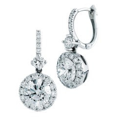 2.03 Karat Dangling Halo Diamant Ohrringe in 18 Karat Weißgold