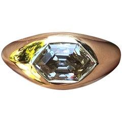 2.03 Carat VS Champagne Hexagon Diamond Ring 18 Karat Gold Signet