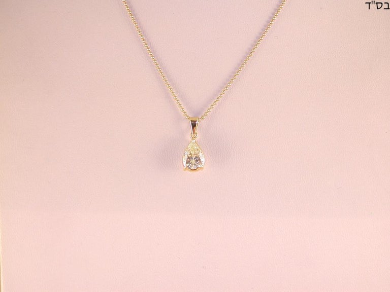 Gold: 18K yellow gold  Weight: 4,0 g Diamond: 2,05 ct. Colour: K Clarity: SI1 Pear shape Necklace length: choose from 42, 45 or 50 cm Width of pendant: 0,7 cm All our items of jewellery come with a certificate and a 5 year warranty. Shipping: free