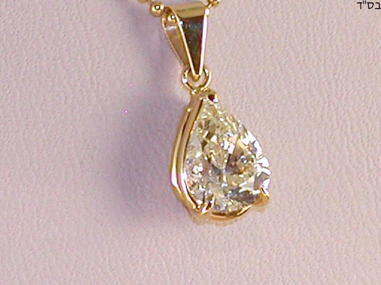 2.05 Carat Yellow Gold Necklace Pear Shape Diamond Solitaire Pendant In New Condition For Sale In Antwerp, BE