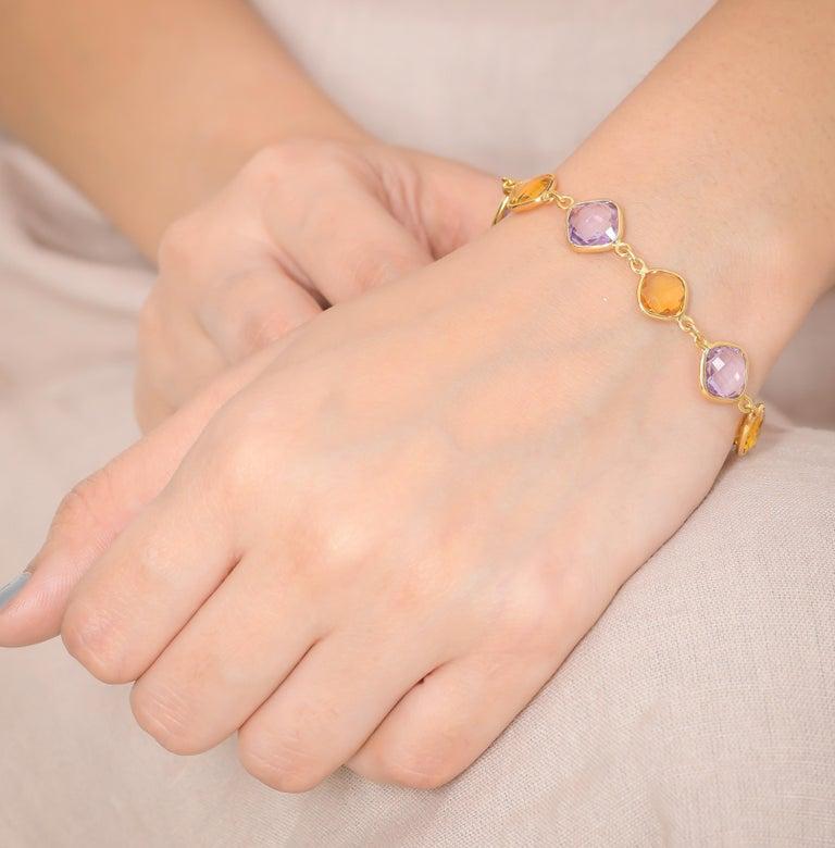 Cushion Cut 20.52 Carat Cushion Briolette 18 Karat Yellow Gold Simple Bracelet For Sale