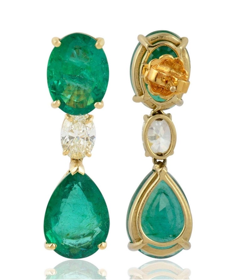 Contemporary 20.60 Carat Emerald Diamond 18 Karat Gold Earrings For Sale