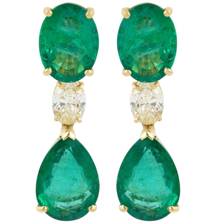20.60 Carat Emerald Diamond 18 Karat Gold Earrings For Sale