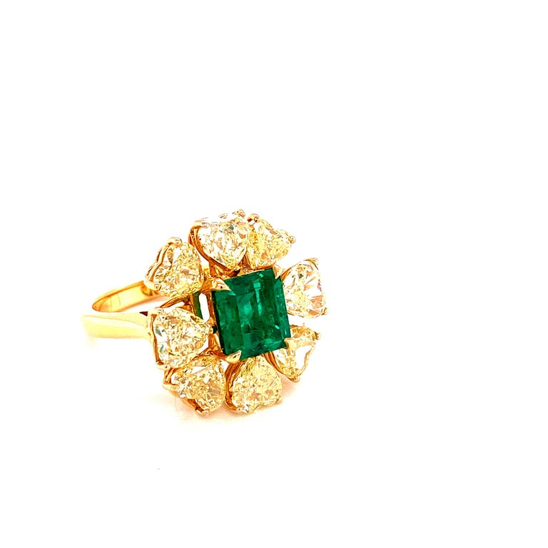 Contemporary 2.08 Carat GRS Certified Vivid Green Colombian Emerald and Yellow Diamond Ring For Sale