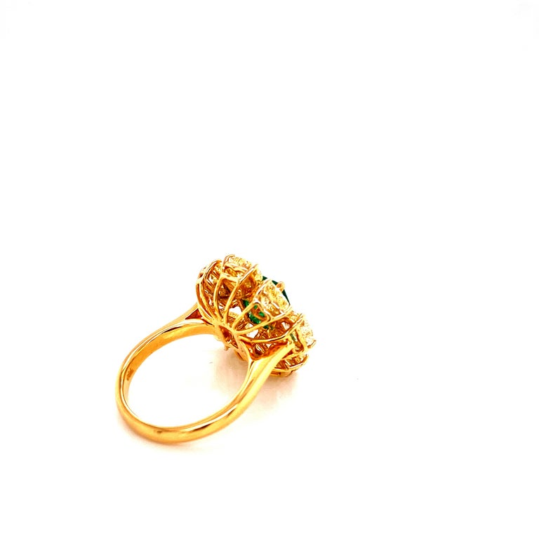 2.08 Carat GRS Certified Vivid Green Colombian Emerald and Yellow Diamond Ring In New Condition For Sale In Admiralty, HK