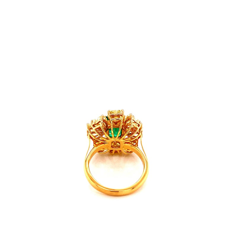 Women's or Men's 2.08 Carat GRS Certified Vivid Green Colombian Emerald and Yellow Diamond Ring For Sale