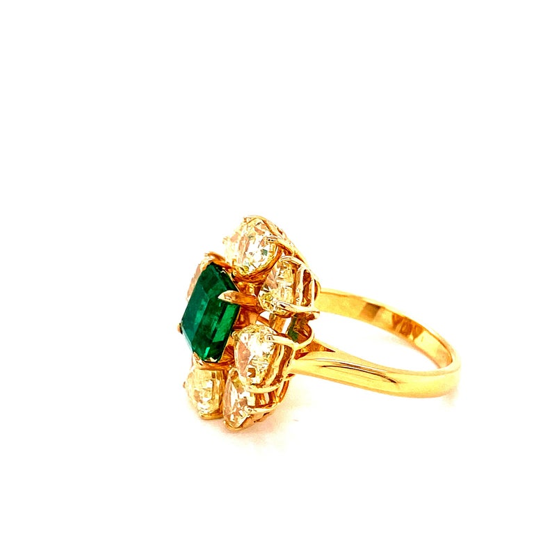 2.08 Carat GRS Certified Vivid Green Colombian Emerald and Yellow Diamond Ring For Sale 1