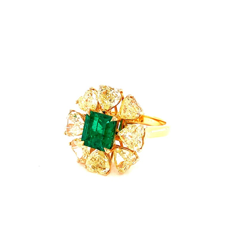 2.08 Carat GRS Certified Vivid Green Colombian Emerald and Yellow Diamond Ring For Sale 2