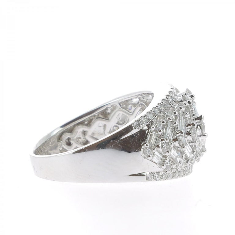 2.08 Carat GVS Round Baguette Diamond Bombé Ring 18 Karat White Gold In New Condition For Sale In paris, FR