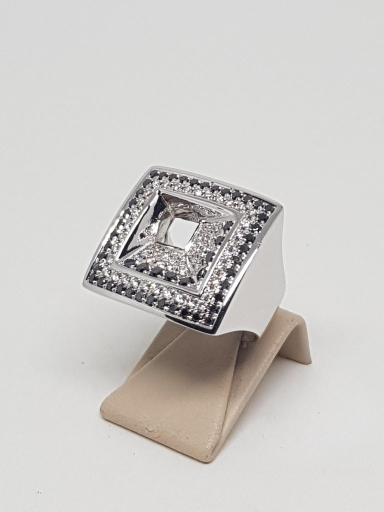 2.08 Carat White Gold Black Diamond Ring In New Condition For Sale In Antwerp, BE