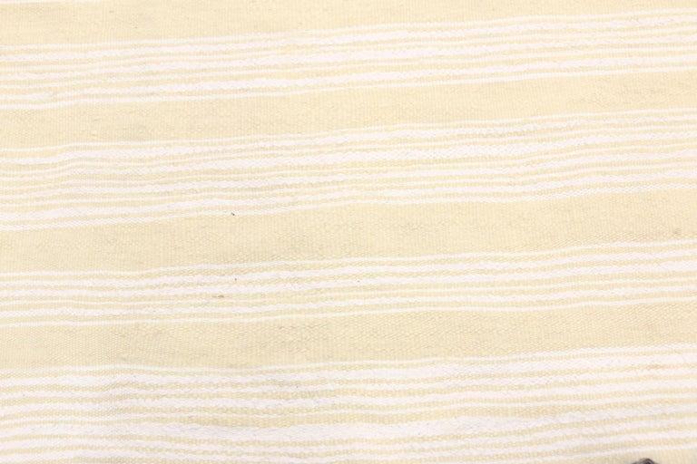 Vintage Moroccan Handira Kilim, Neutral Flat-weave Rug For Sale 4
