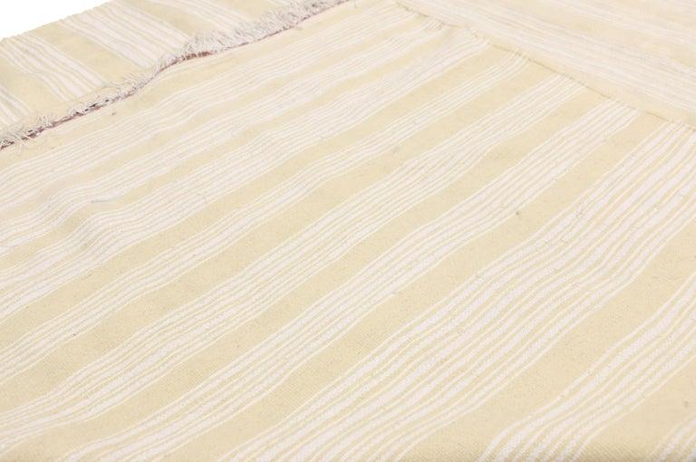 Vintage Moroccan Handira Kilim, Neutral Flat-weave Rug For Sale 5