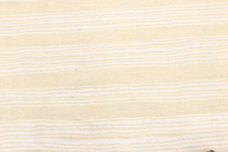 Hand-Woven Vintage Moroccan Handira Kilim, Neutral Flat-weave Rug For Sale