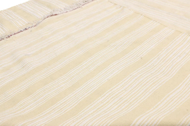 Vintage Moroccan Handira Kilim, Neutral Flat-weave Rug In Good Condition For Sale In Dallas, TX